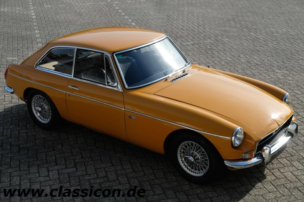 1970 - MG B GT Mk II - 01