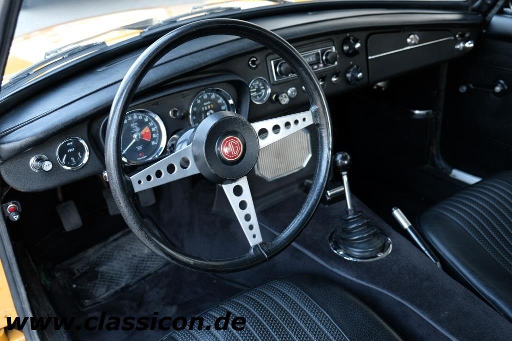 1970 - MG B GT Mk II - 02